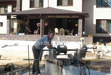 Процесс чистки и ремонта нового колодца