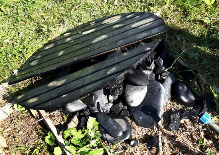 Очистка колодца на даче от мусора