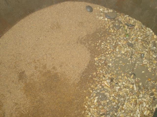 Кварцевый песок на дне колодца