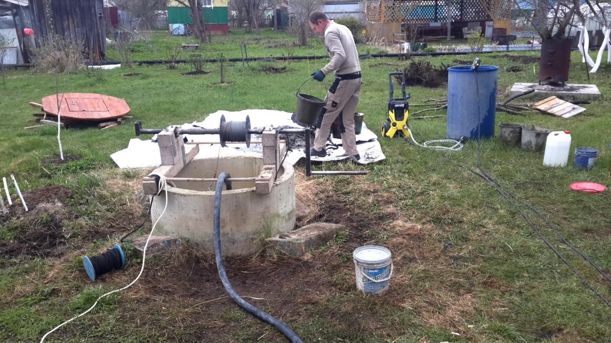 Очистка колодца от песка в Новопетровском