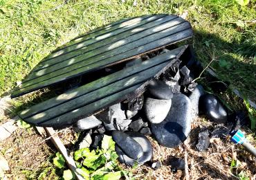 Деревянный щит в колодце (сгнил-запах)