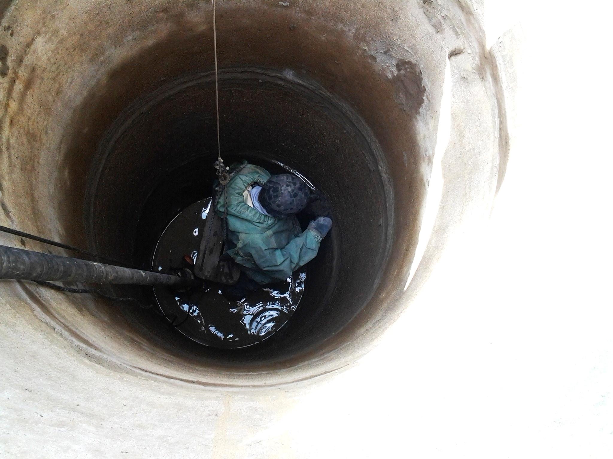 Чистка колодца от ила в Красногорске