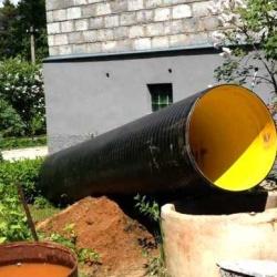 подготовка трубы для установки в колодец